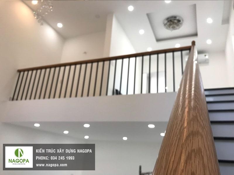 mẫu cầu thang sắt tay vin gỗ 02