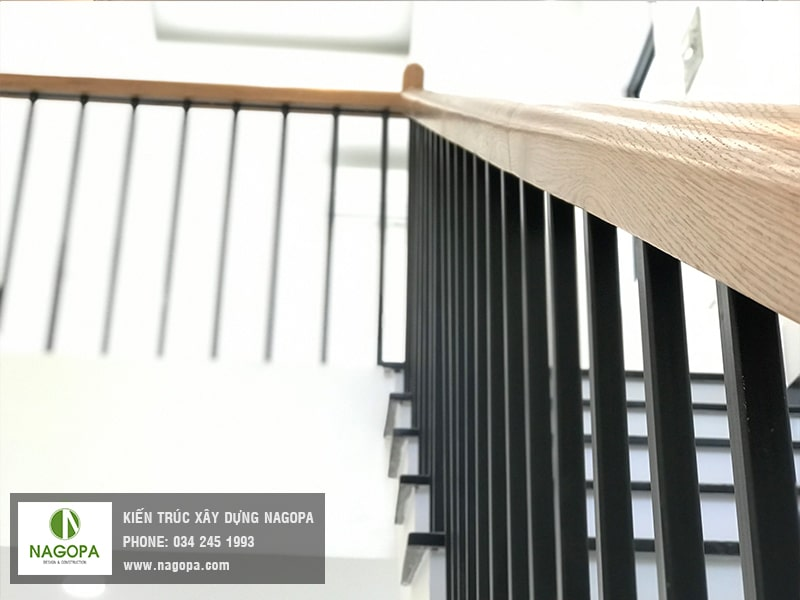 mẫu cầu thang sắt tay vin gỗ